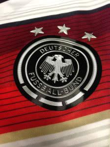 Das DFB Trikot 2015 mit dem Adler auf der Brust