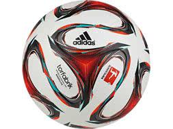 Der Adidas Torfabrik OMB Bundesliga Ball 2014/2015 offizieller Spielball