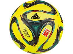 Der offizielle Adidas Torfabrik Winterball 2014/2015 OMB als Schnee-Spielball