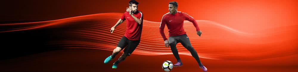 Mit der Nike Squad 17 Teamline jetzt auf die Nike Statement Sportbekleidung der Profis setzen