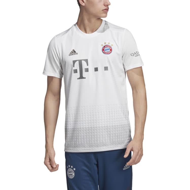das weiße Away Design des FC Bayern Trikot Away