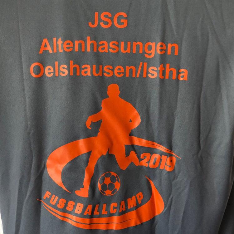 Das Fussballcamp-T-Shirt-mit-Logo als Plastisoldruck mit langlebiger Struktur