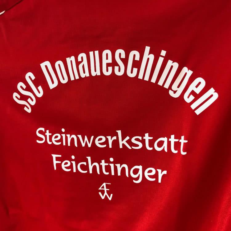 Die Jako Trainingsjacken mit Vereinsnamen und Sponsorenwerbung