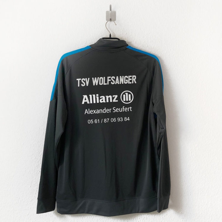 Bedruckung: Vereinsname und Werbung auf der Nike Academy Pro Trainingsjacke