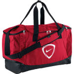 Die rote Nike Club Team Duffel mit Farbton university red