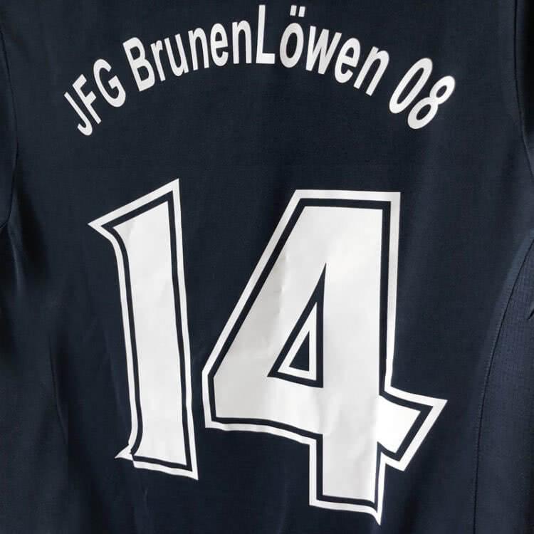 Die Trikots des JFG BrunenLöwen 08 mit neuen Rückennummern