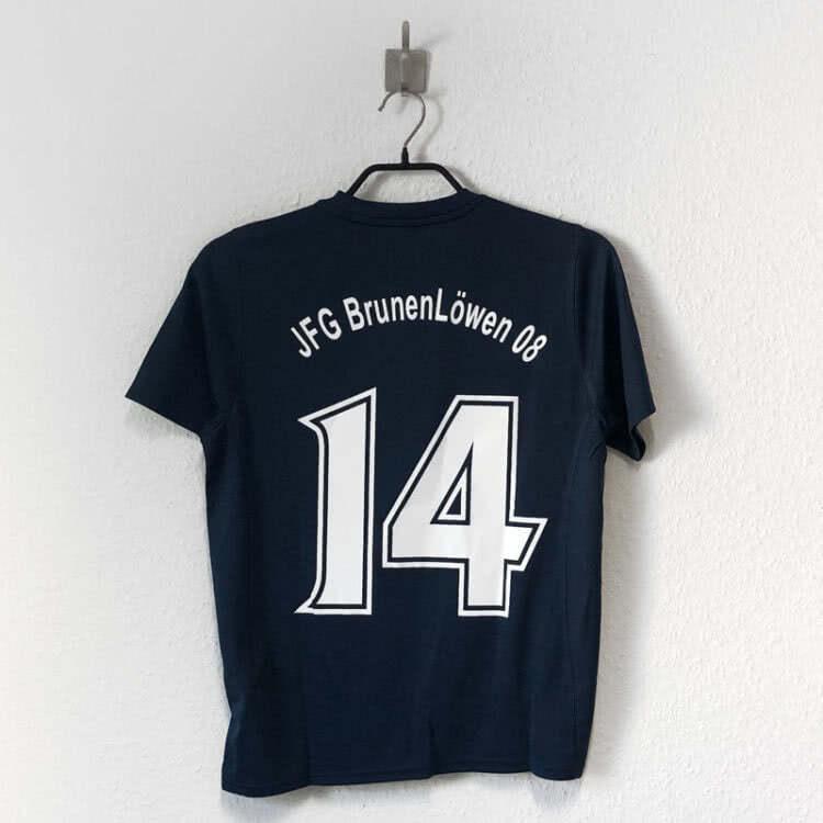 Die Trikots des JFG BrunenLöwen 08 mit speziellen Nummern
