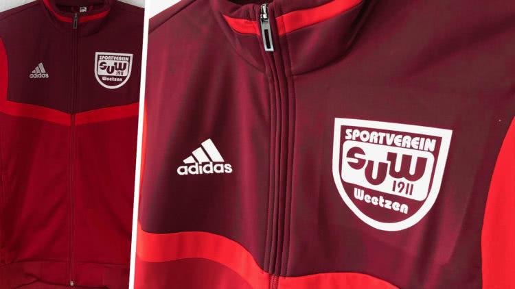 adidas Tiro Anzug mit Bedruckung des Vereinslogo