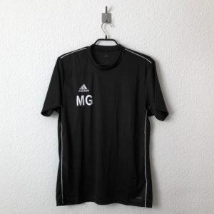 Die Initialen als Bedruckung bei den Shirts