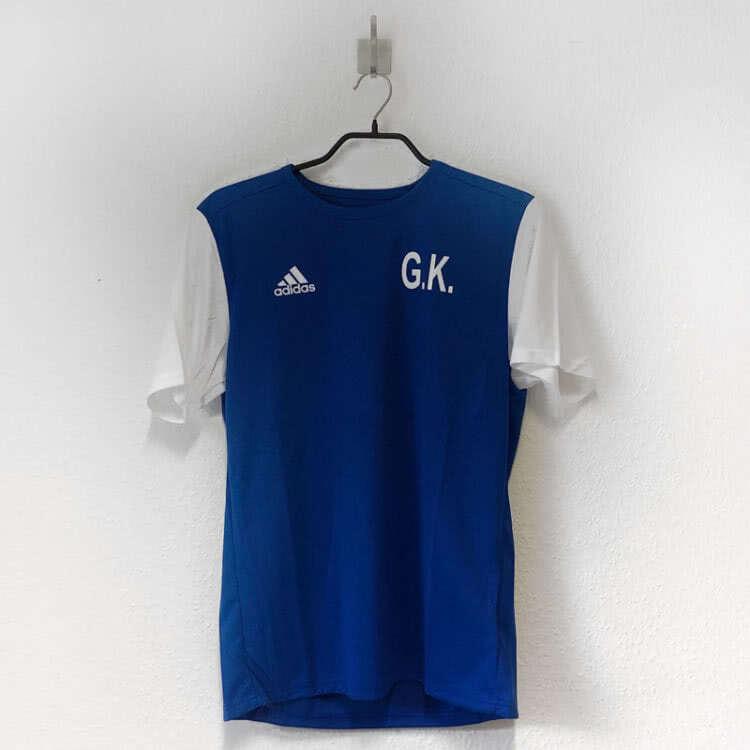 Die adidas Trikots als Training Shirt mit Initialen