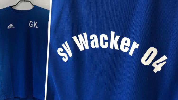 Die adidas Trikots als bedruckte Trainingsshirts mit Vereinsnamen