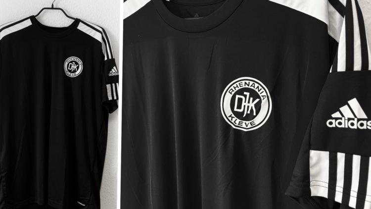 das schwarze adidas Squadra Shirt mit Vereinslogo Bedruckung in weiß