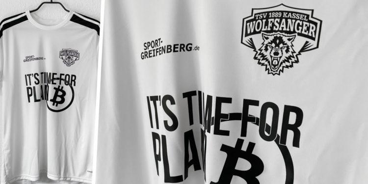 die adidas Trikots mit Vereinsemblem des TSV Wolfsanger