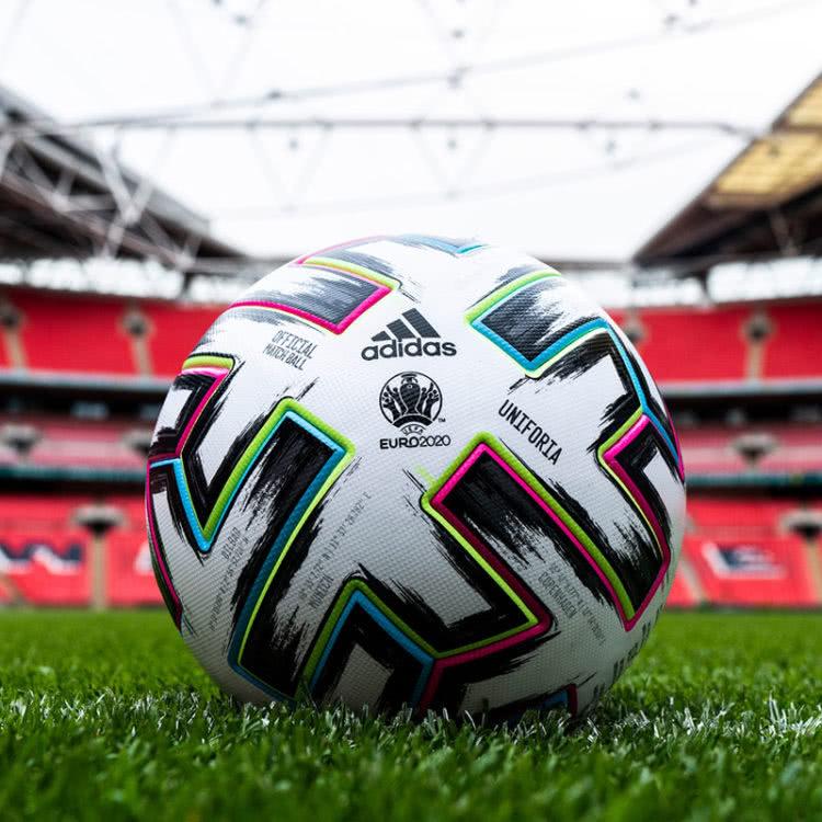 der adidas Uniforia im EM 2020 Stadion von Wembley (Finale)