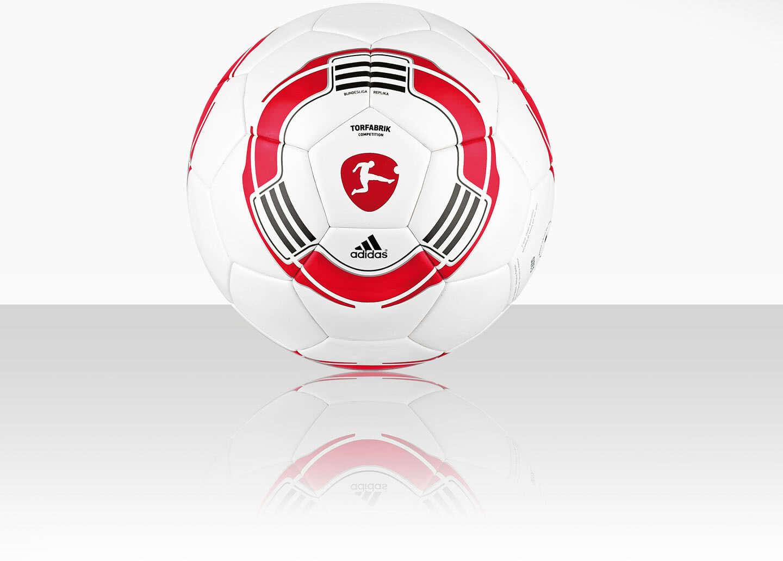 26bb13357d6c8 Der Adidas Torfabrik Competition Spielball und Trainingsball im Desgin des  Bundesliga Spielballes