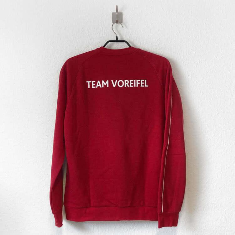 Das Club Sweatshirt mit Druck des Teamnamen