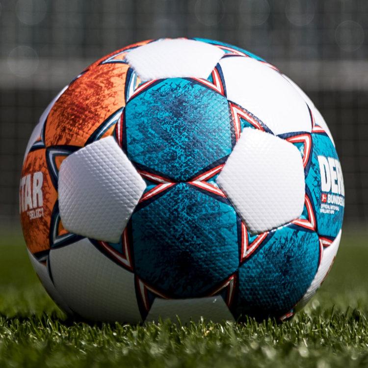 der derbystar bundesliga brillant ball 2021 2022 spielball in marine/neonorange