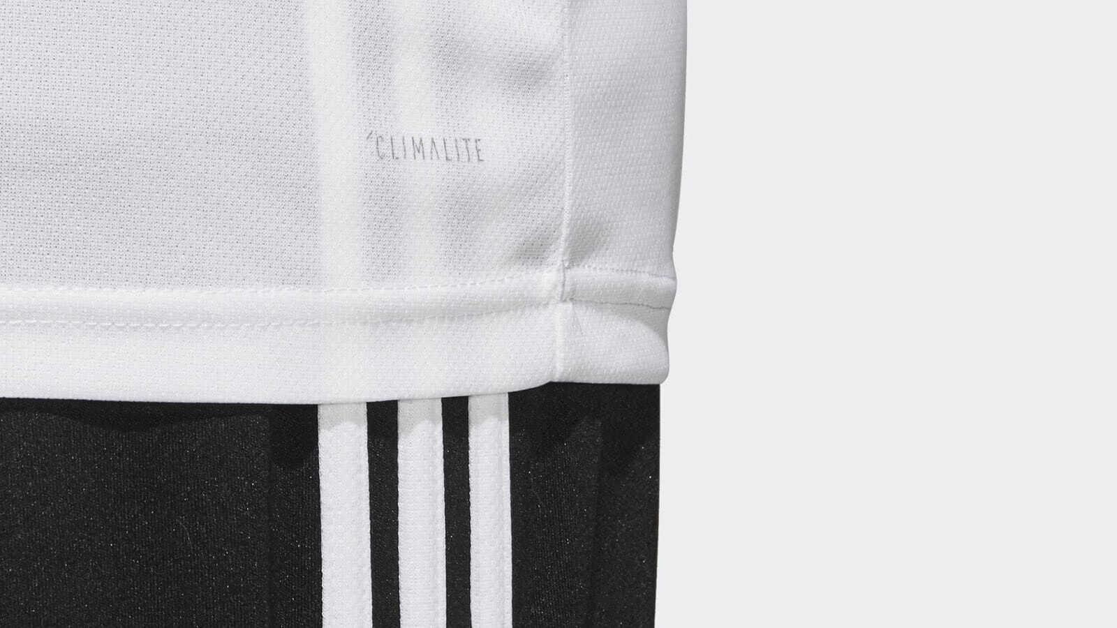 Das Original Adidas Material für das DFB Trikot