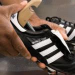 Zur Pflege der Fußballschuhe gehört auch der Schuhspanner