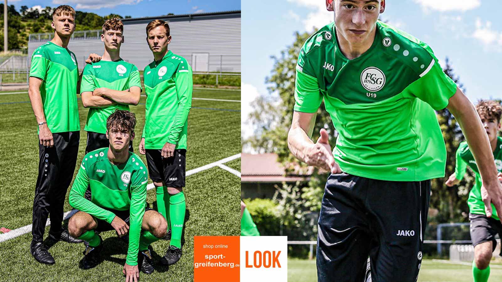 Das Jako Jugend Training Set grün mit einem Shirt, Short und Stutzen