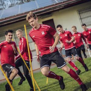Die Jako Striker 2.0 Teamsport Linie zum Training.