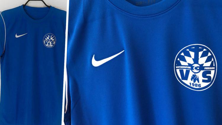 Das Beispiel für ein Nike Jersey mit Vereinswappen Bedruckung