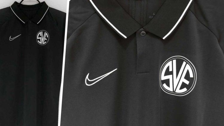 Das Nike Poloshirt mit Vereinswappen des SV Erlingen