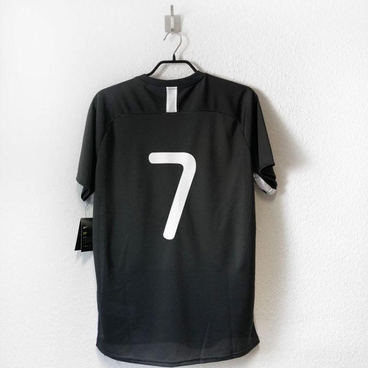Die Nike Trikots mit Rückennummern