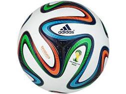 Adidas Brazuca OMB Spielball der WM 2014. Der offizielle WM 2014 Ball von Adidas