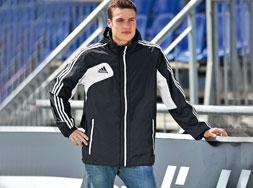 Die Adidas Condivo 12 Allwetterjacke als Regenjacke für Vereine