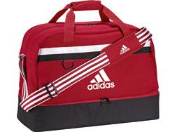 Die Adidas Tiro 15 Teambag mit Bodenfach als Sporttasche und Fußballtasche
