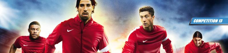 Die Nike Competition 13 Teamline mit Trainingsanzügen und T-Shirts