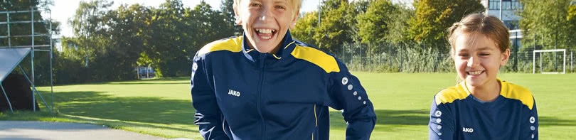 Die Jako Cup Teamline kaufst du jetzt als günstige Sportbekleidung für dich oder deinen Verein.